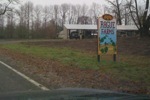 Rogue Farms Sign